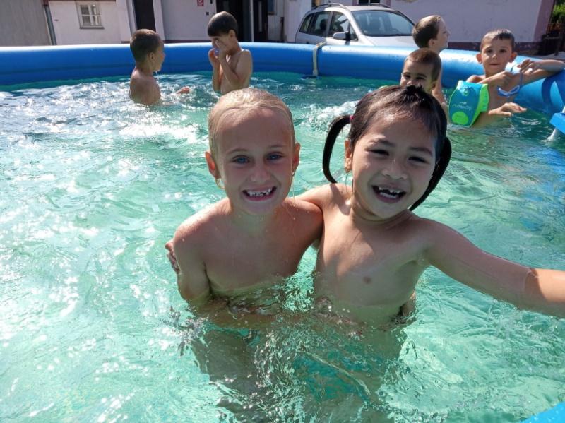 Velká sluníčka - Koupání v bazénu, zmrzlina   ZŠ a MŠ