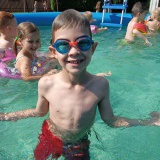 Velká sluníčka - Koupání v bazénu, zmrzlina